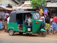 SR085_Dorfmarkt_Tuktuk